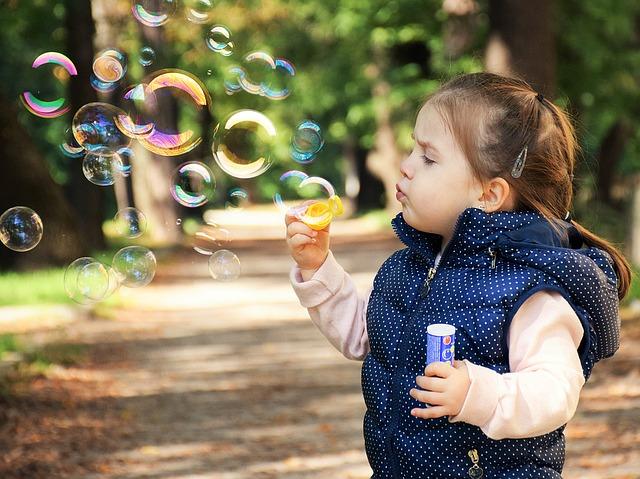 Pomysły na jesienne zabawy z dziećmi
